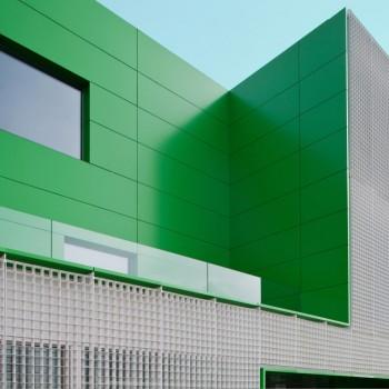 Emplacement: Móstoles, Madrid   Architecte: Dosmasuno Arquitectos   Installateur: Cerrajería Nogales   Livre: 2012